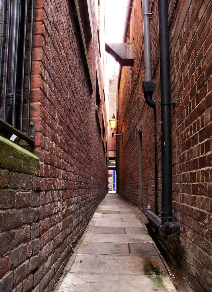 Long-Narrow-Alley-New-York-poison-arrow-feng-shui-arrow-sha