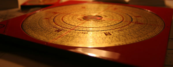 The Compass School Feng Shui uses compass reading and correlative thinking instead of logical thinking.