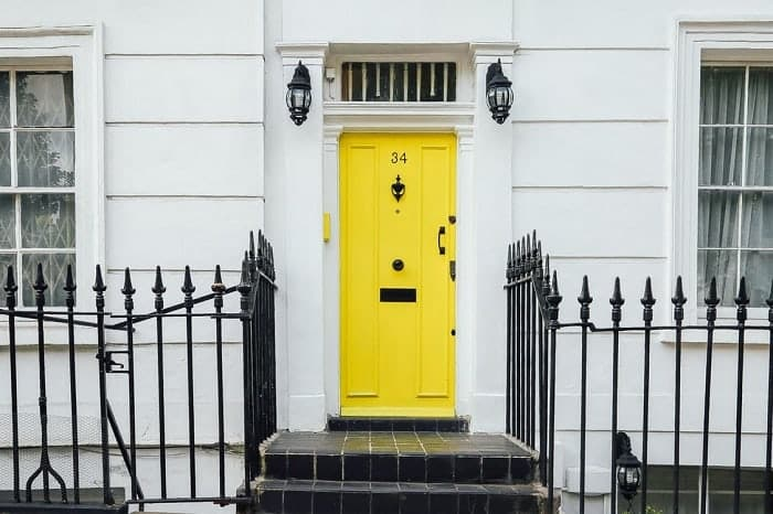 yellow-front-door-feng-shui-min (Demo)