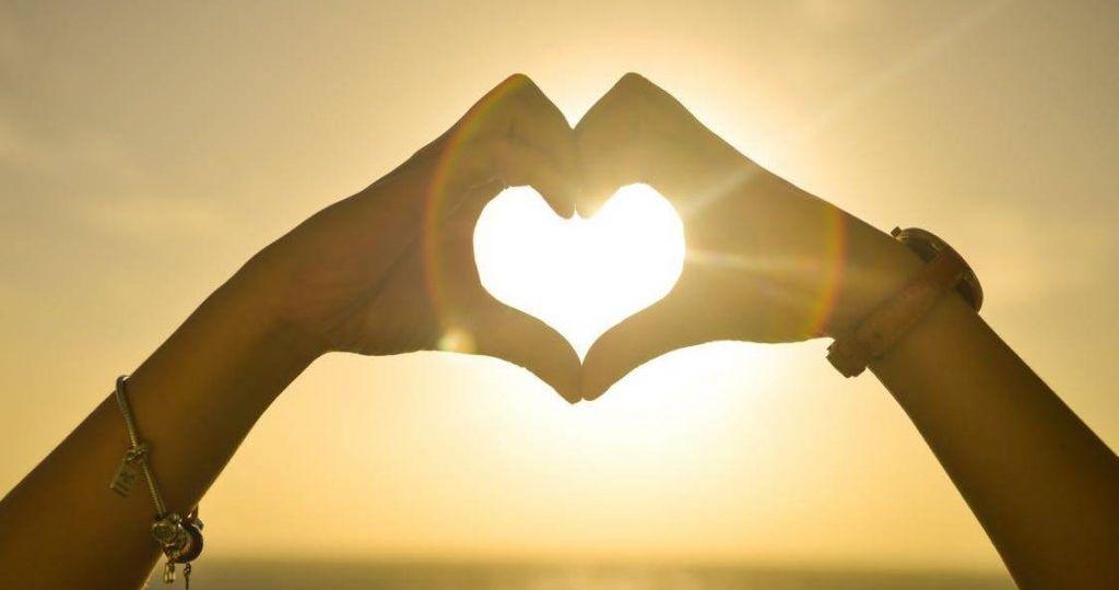 sunset-hands-love (Demo)