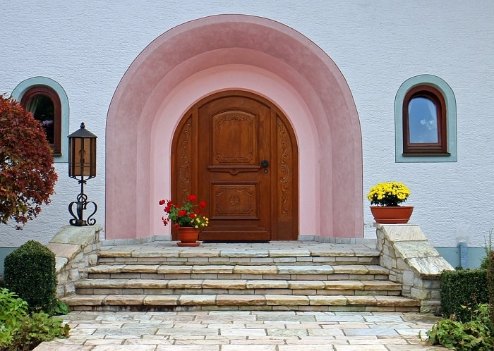 pink-round-arch-wooden-feng-shui-front-door-with-flowers-min (Demo)