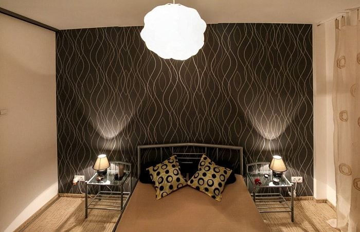 bedroom-black-head-wall-decoration-feng-shui-min (Demo)