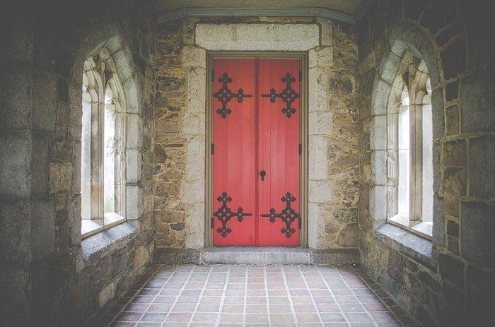 interior red door feng shui-min (Demo)