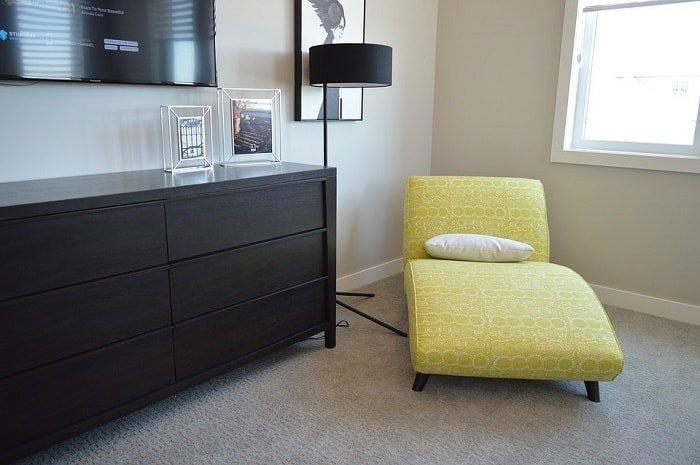 dresser chair bedroom feng shui-min (Demo)