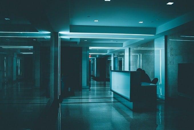 dark apartment hallway feng shui-min (Demo)