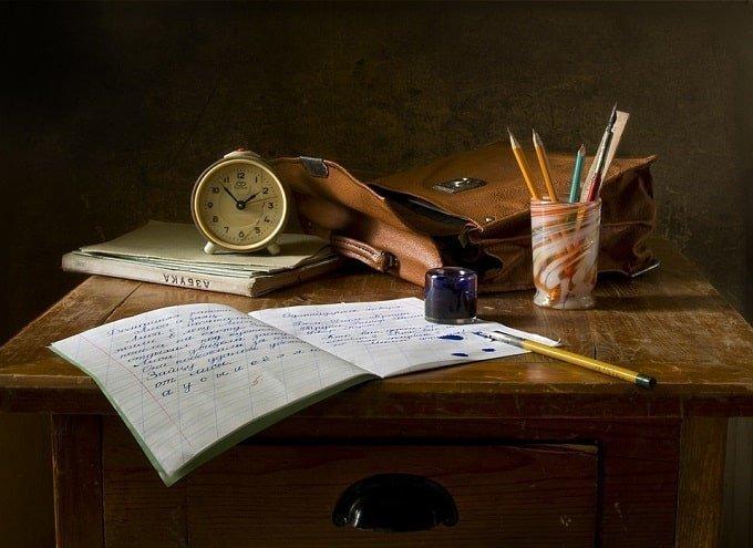 second hand study desk feng shui-min (Demo)