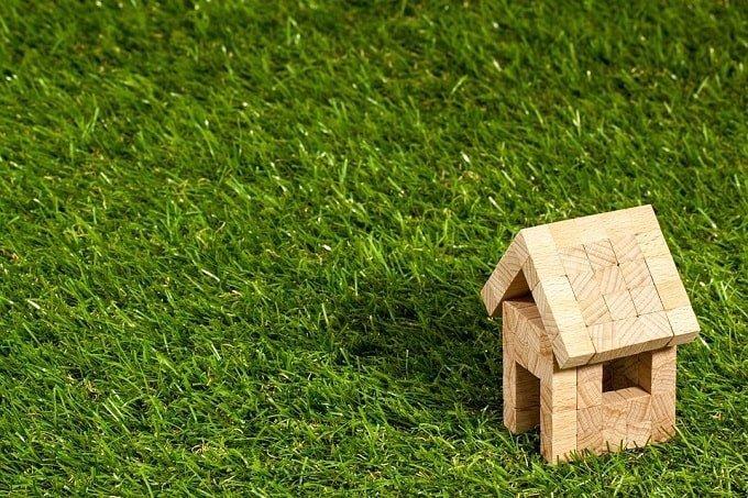 home block on grass-min